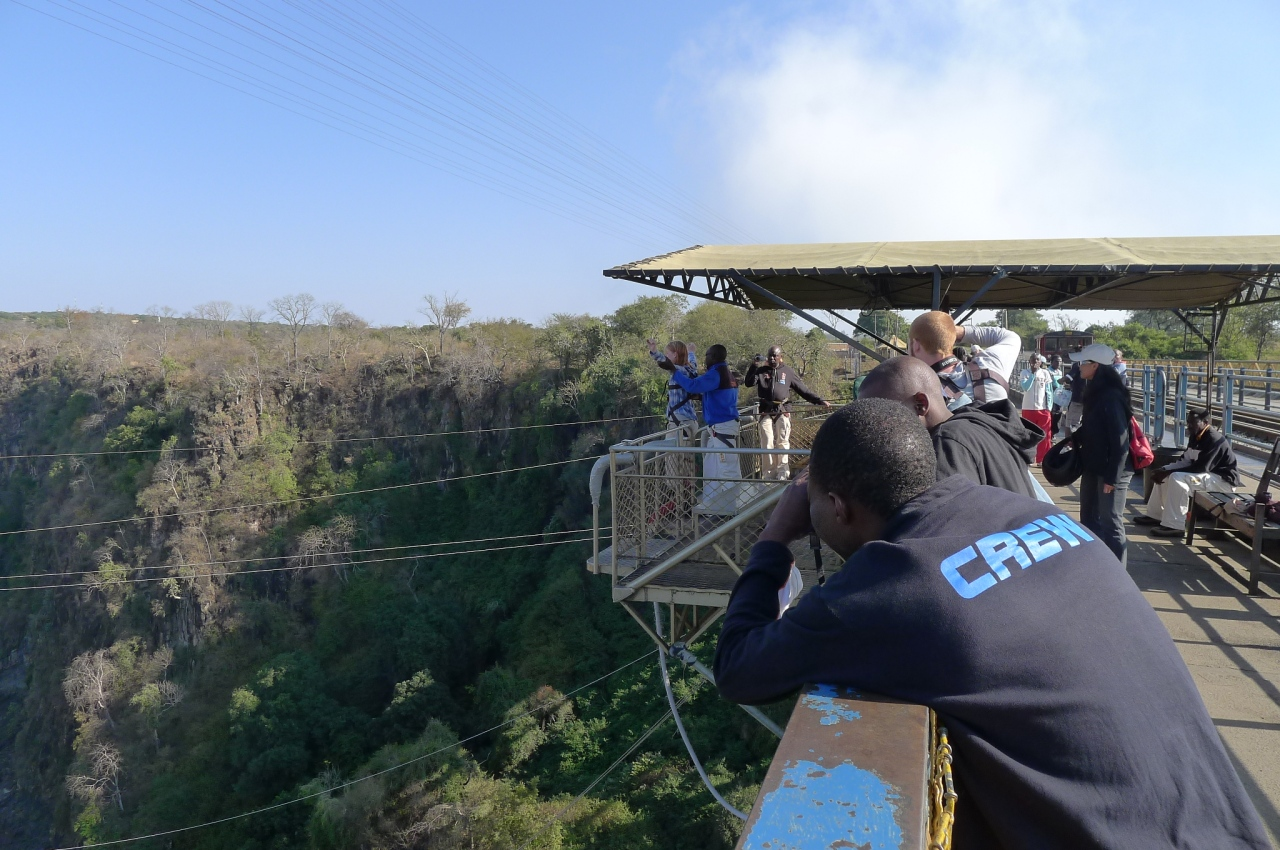 Bongee jumping off the bridge