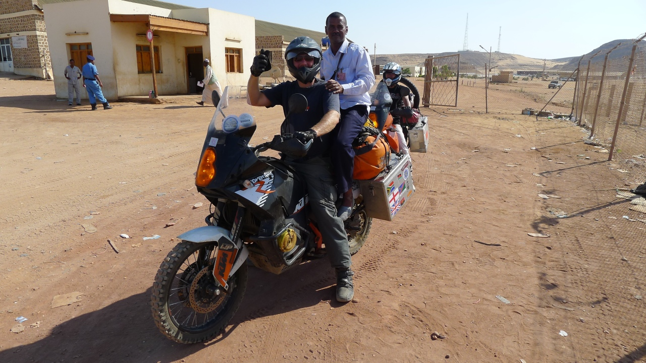 Bring your own customs official... in fact its Magdi cadging a life on back of my bike