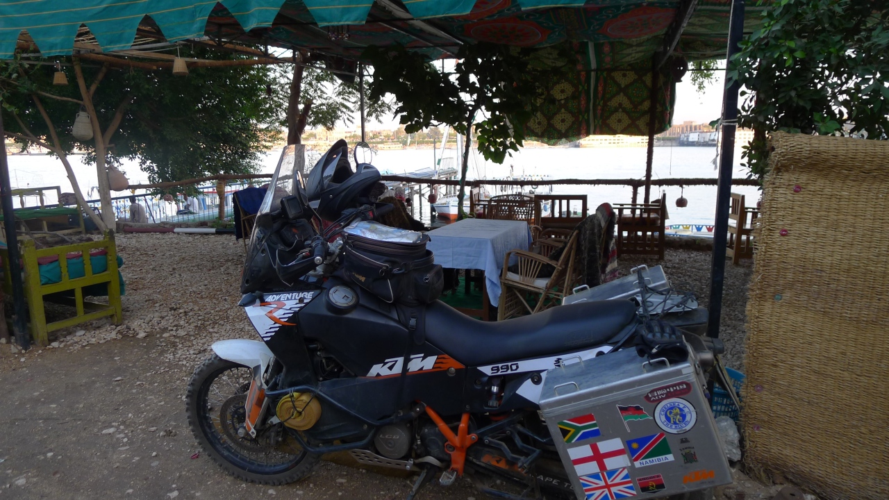 Stopping off for lunch by the banks of the River Nile