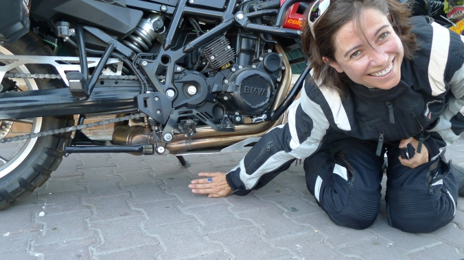 Alicia's BMW GS800 lowered for her.. Not much ground clearance