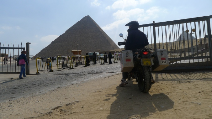 Dash in and ride around the pyramids .. or not? decisions decisions