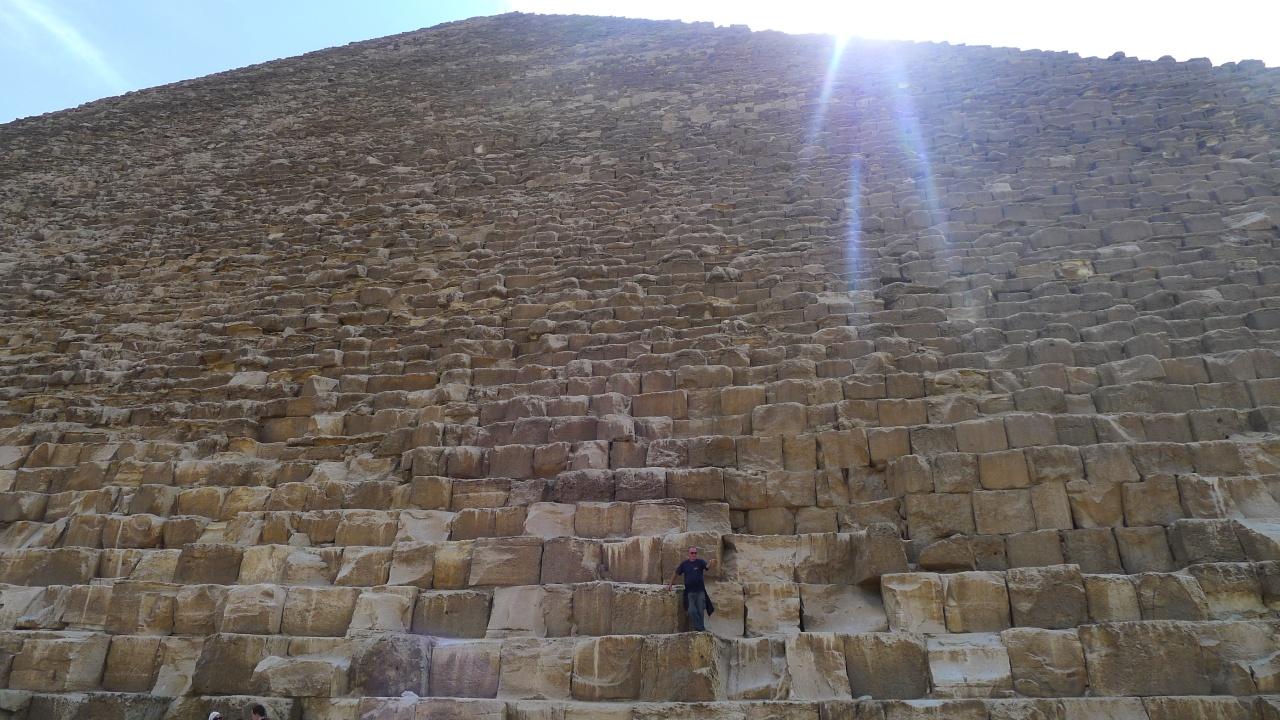Don't climb on the wonder of the world... doooh!