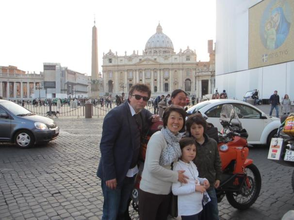 Fanny with some tourists in Rome