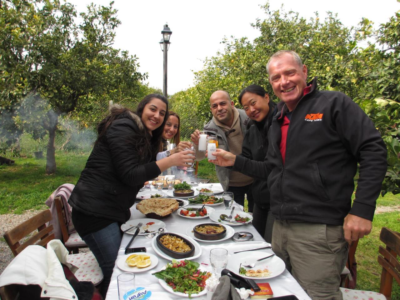 A wonderful lunch (into dinner) amongst the citrus groves at a superb restaurant in Mersin, Turkey. With our very kind hosts Metin and Sylvia who run the local KTMshop 。