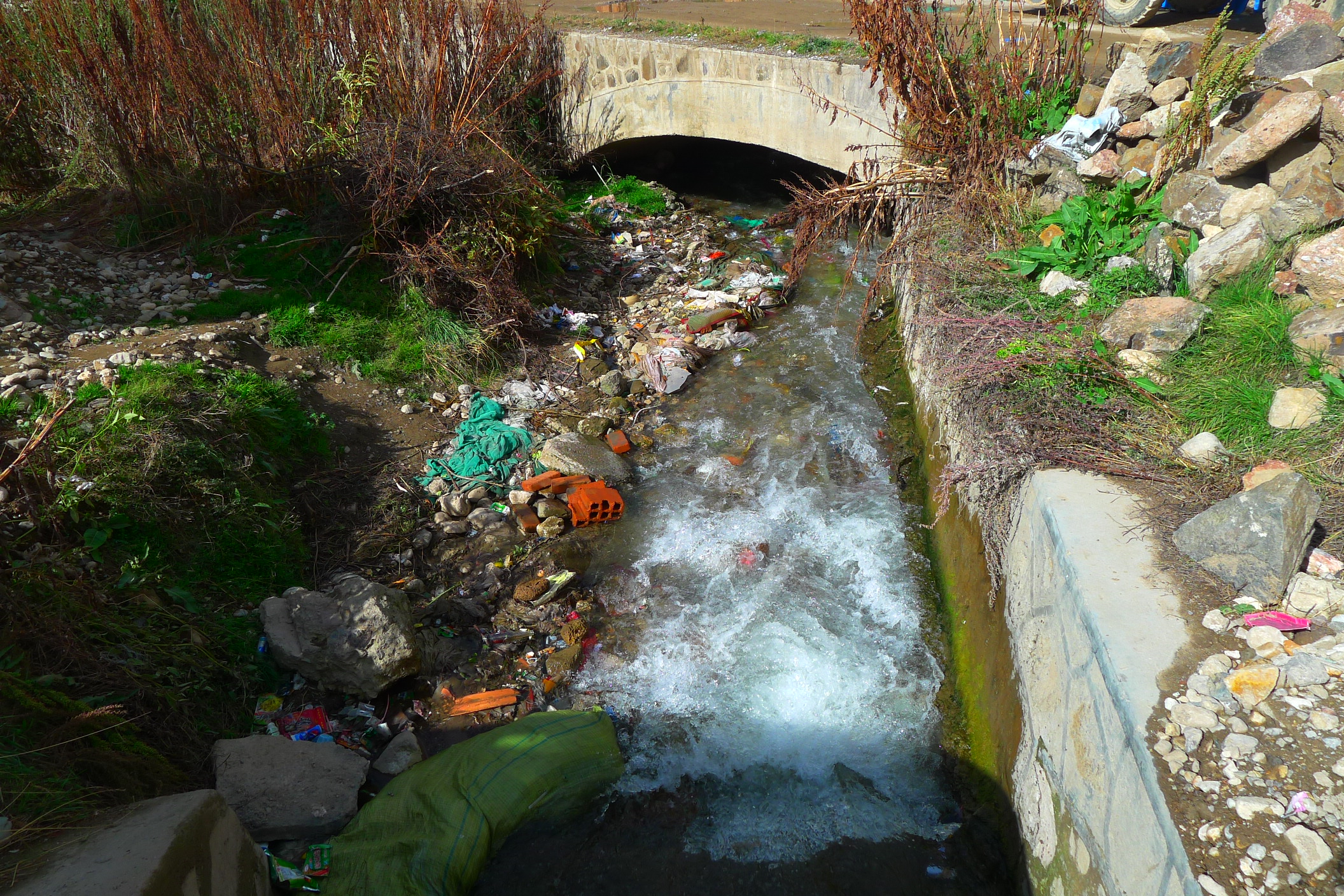 However the human inhabitants have no consideration or care for the environment, and like much of China and Taiwan throw rubbish and pollutants into the rivers, streams, outside their homes and anywhere except a rubbish bin. Its extremely depressing and disturbing.