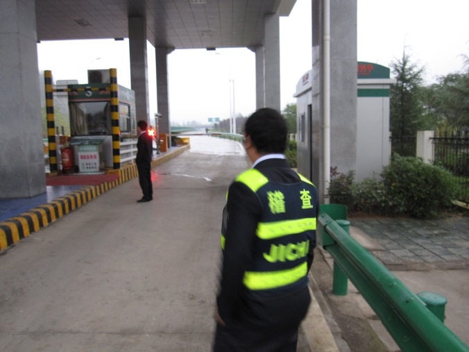 The officials at the highway toll in Hubei