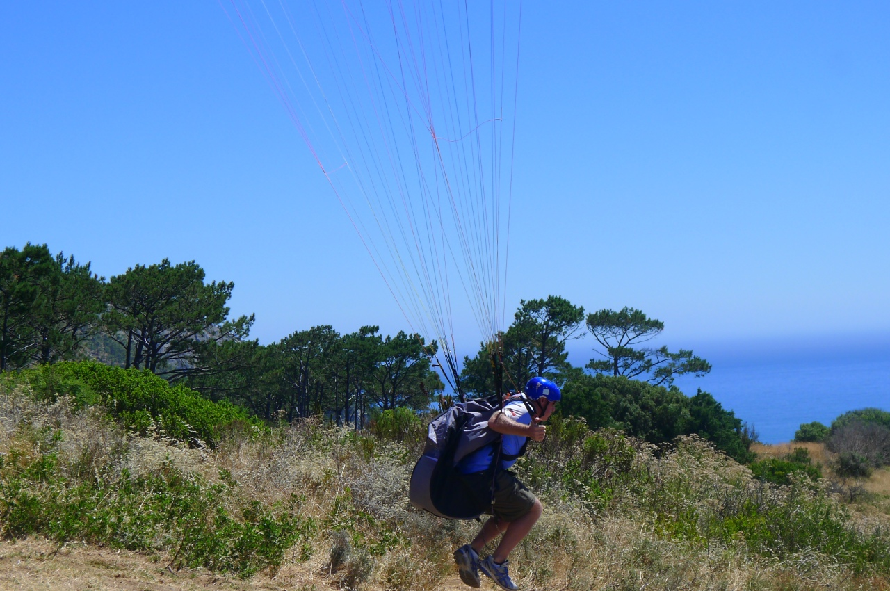 Borrowing a glider to fly off Signal Hill. Thanks www.paraglidesa.co.za