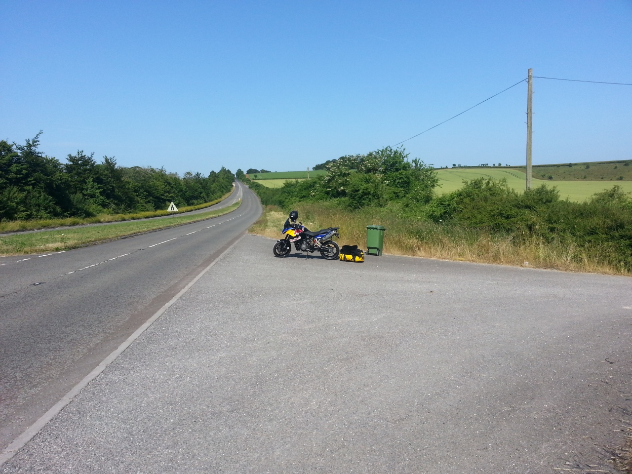 Ta ma de. My bike outside Midwinter's Farm on A30... fortunately the farmer was a top guy. Thank you.