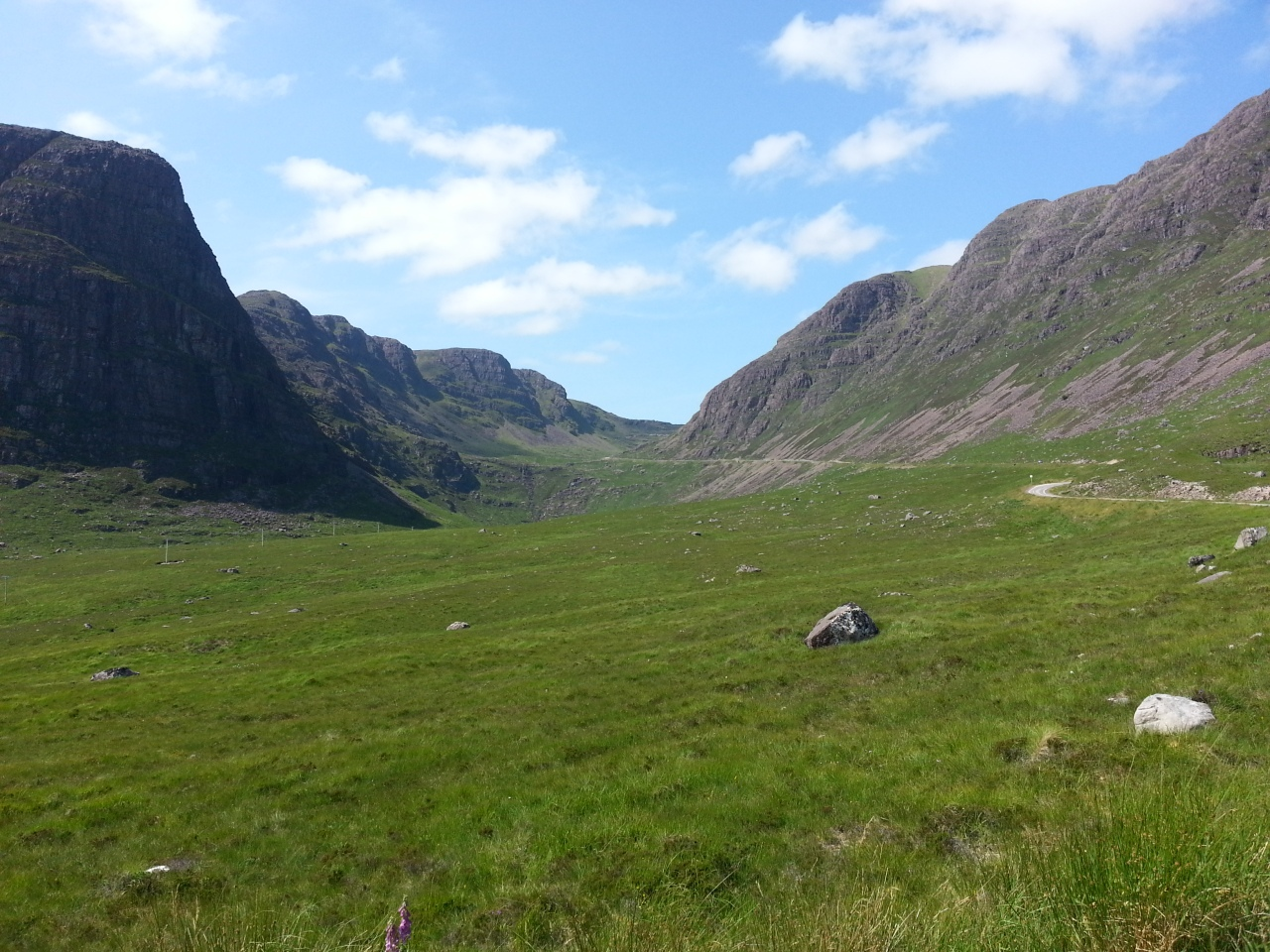 Riding through the Highlands in beautiful sunshine... reminded me of Tibet.